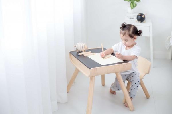 PlanToys Schreibtisch und Stuhl - Natur